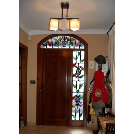 Vidriera puerta exterior guirnaldas rejas 01