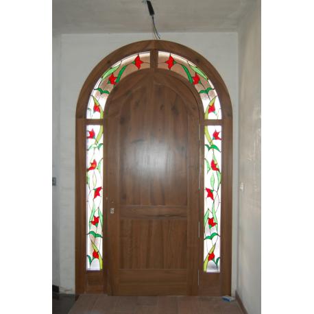 Vidriera puerta exterior guirnalda roja redonda