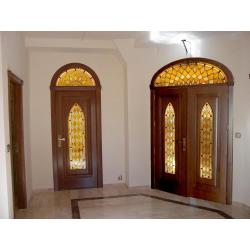 Vidriera puertas rombos ambar